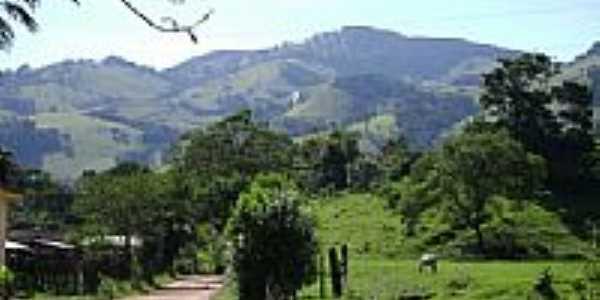 Área rural e ao fundo a Serra dos Martins em Paraisópolis-MG-Foto:aisfer
