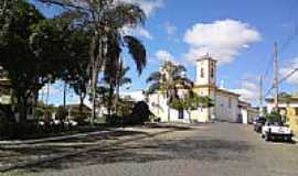 Passa Tempo - Praça e Igreja em Passa Tempo-Foto:fwelber