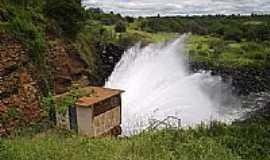 Anag� - Vaz�o Restitu�da ao Rio Gavi�o- Barragem de Anag�-BAHIA  por Ricardo Vinagre