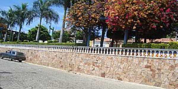 Anagé-BA-Praça na Avenida central-Foto:Hernane Mendes de Oliveira