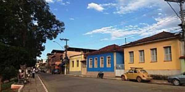 Paula Candido-MG-Casario na rua central-Foto:Ítalo Stephan