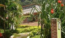 Pe�anha - Pe�anha-MG-Pra�a da Escola Sen.Sim�o da Cunha-Foto:Nelson Gusmao