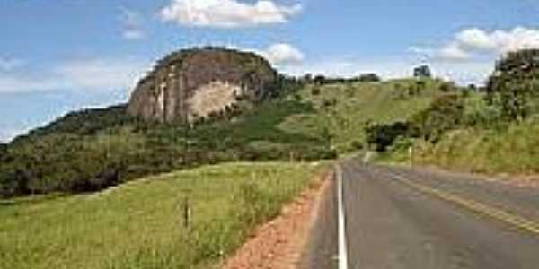 Rodovia e vista da pedra em Pedra Dourada-Foto:rumoaonoroeste.