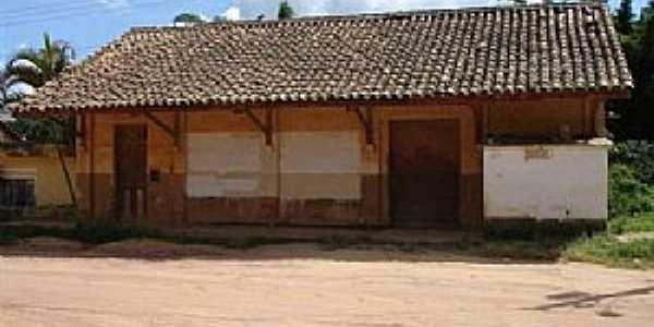 Antiga  estação ferroviária em 24/12/2005. Foto Marcos A. Farias