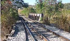 Pedro Leopoldo - Pedro Leopoldo-MG-Pontilhão na linha férrea-Foto:asmaesdechico.blogspot.com