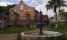 Pequeri - Pequeri-MG-Chafariz em frente a antiga Estação Ferroviária-Foto:Raymundo P Netto