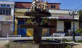 Pequeri - Pequeri-MG-Chafariz na praça central-Foto:Raymundo P Netto