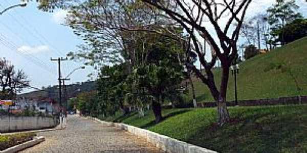 Pequeri-MG-Avenida-Foto:Jorge A. Ferreira Jr.