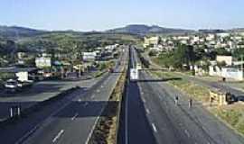 Perdões - A cidade é cortada pela rodovia Fernão Dias