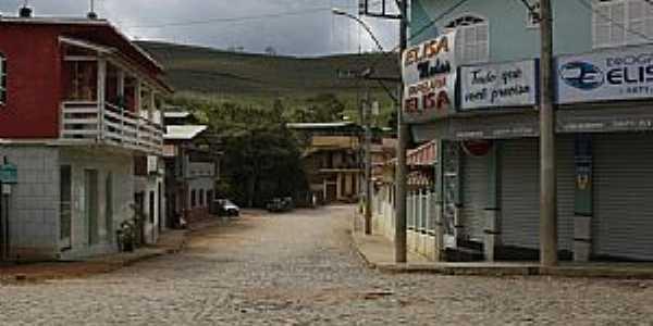 Piedade de Ponte Nova-MG-Rua no centro da cidade-Foto:ianobre