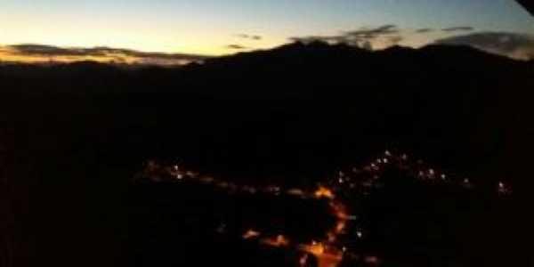 vista noturna de pinhotiba, Por Victor