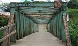 Piranga - Ponte de pedestres sobre o Rio Piranga-Foto:paulomarcio