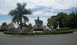 Pirapora - Pirapora-MG-Praça na entrada da cidade-Foto:Gilberto brito