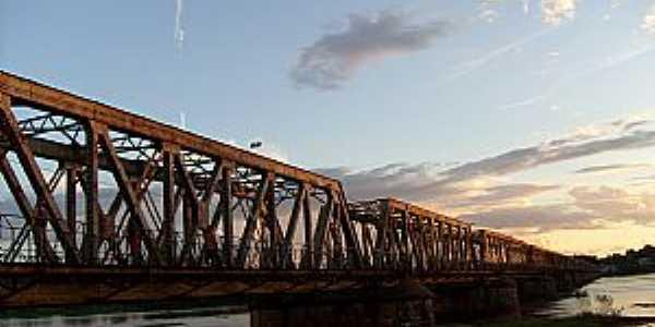 Pirapora-MG-Ponte Marechal Hermes-Foto:andrecrx