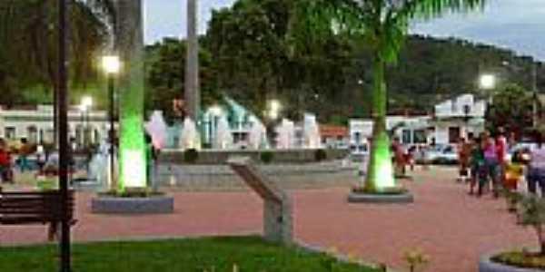 Praça central de Poté-Foto:watsonx00