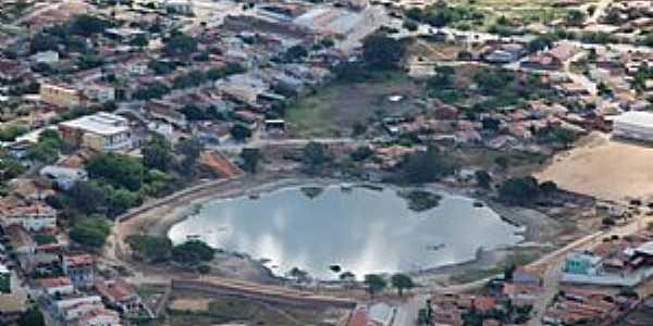 Aracatu-BA-Lago no centro da cidade-Foto:aracatu.ba.gov.br