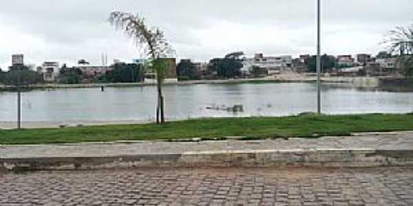 Aracatu-BA-Lago no centro da cidade-Foto:www.boquiraemacao.com.br