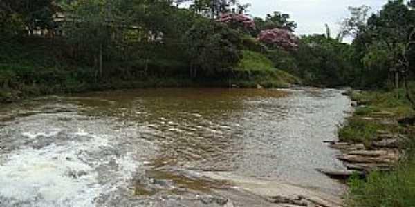 Resende Costa-MG-Cachoeira dos Pintos-Foto:João Carlos Resende