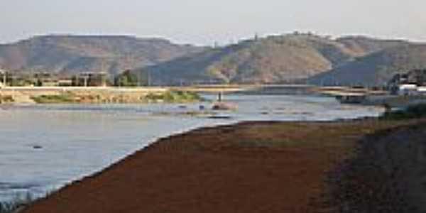Vista da Ponte sobre o Rio Doce em Resplendor-MG-Foto:Tedd Santana