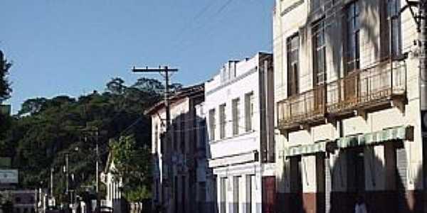 Rio Casca-MG-Casarões na Av.Senador Cupertino-Foto:megatimes.com.br