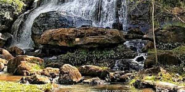 Cachoeira do Ituí - Rio Novo -Zona da Mata  Fotografia de Brunno Moraes