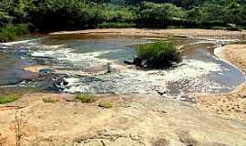 Rio Pretinho - Rio Pretinho-MG-Cachoeira-Foto:emersonc