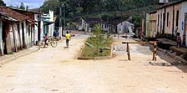 Arataca-BA-Pracinha no centro-Foto:www.bahiatodahora.com.br