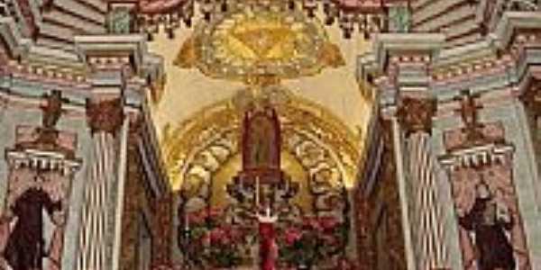 Interior da Igreja de N.Sra.Mãe de Deus em Roças Novas-Foto:PEDRO PAULO