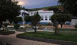 Rochedo de Minas - Praça em frente a Escola