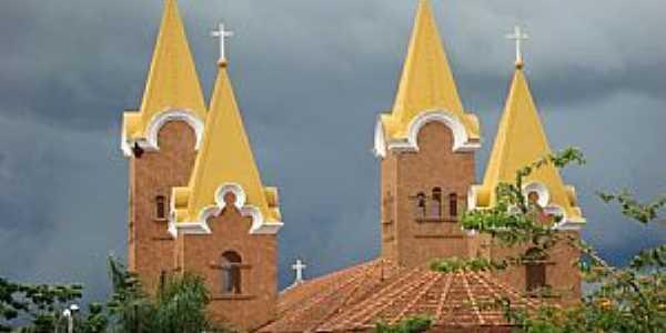 Romaria-MG-Torres do Santuário de N.Sra.da Abadia no Distrito da Água Suja-Foto:Eldo Brasil