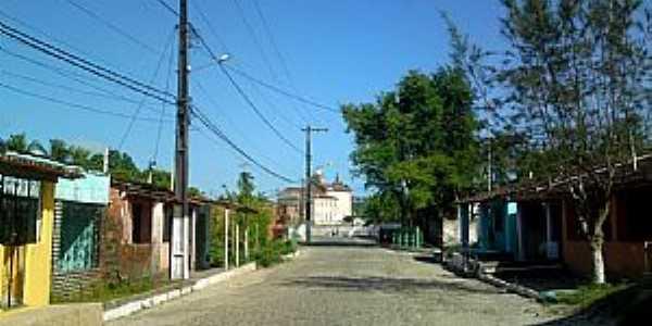Aratu�pe-BA-Rua no centro e ao fundo a Igreja-Foto:Andre L. S. Lacerda