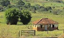 Salitre de Minas - Casa antiga em área rural-Foto:olintocristo