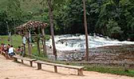 Santa Bárbara do Monte Verde - Cachoeira-Foto:Rodrigo P. Passos
