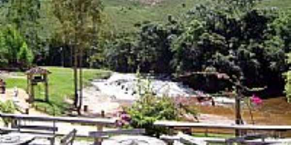 Cachoeira em Santa Bárbara do Monte Verde-Foto:Explorer-55