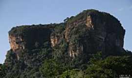 Santa Cruz do Escalvado - Pedra do Escalvado em Santa Cruz do Escalvado-MG-Foto:Geraldo Salomão