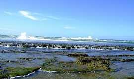 Arembepe - Arembepe-BA-Arrecifes na Praia-Foto:krysstiani