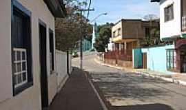 Santa Maria do Suaçuí - Rua da Igreja em Santa Maria do Suaçui-MG-Foto:Marcelo_Macedo