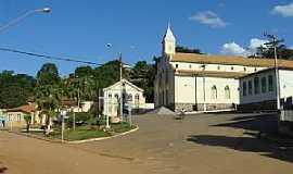 Santa Maria do Suaçuí - Santa Maria do Suaçuí-MG-A Matriz e o centro-Foto:jangalim