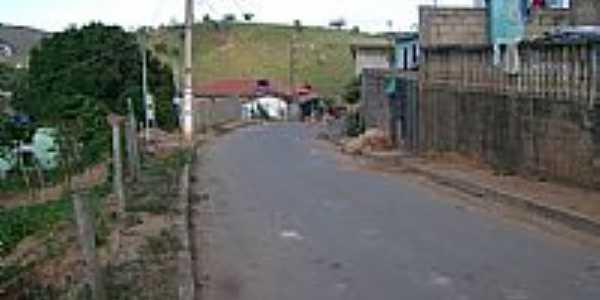 Rua Teófilo Otoni em Santa Maria do Suaçui-MG-Foto:eniobarros