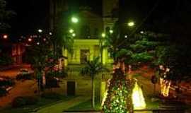 Santa Rita de Caldas - Santa Rita de Caldas-MG-Vista noturna da Praça Monsenhor Alderigi-Foto:Luiz Salomão