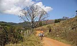 Santa Rita do Ibitipoca - Estrada rural em Santa Rita do Ibitipoca-MG-Foto:Halley Oliveira
