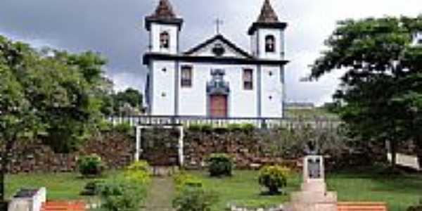Praça e Igreja-Foto:Roberta Soriano e Ar…