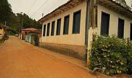 Santana do Alfié - Santana do Alfié-MG-Casarão antigo do Distrito-Foto:duprata.com