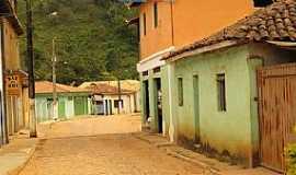 Santana do Alfié - Santana do Alfié-MG-Rua no centro do Distrito-Foto:duprata.com