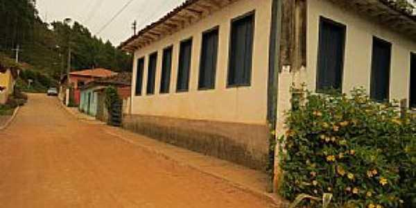 Santana do Alfié-MG-Casarão antigo do Distrito-Foto:duprata.com