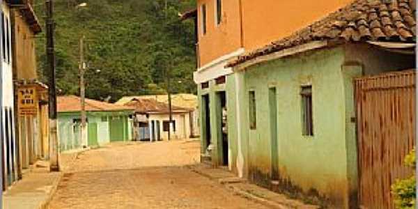 Santana do Alfié-MG-Rua no centro do Distrito-Foto:duprata.com