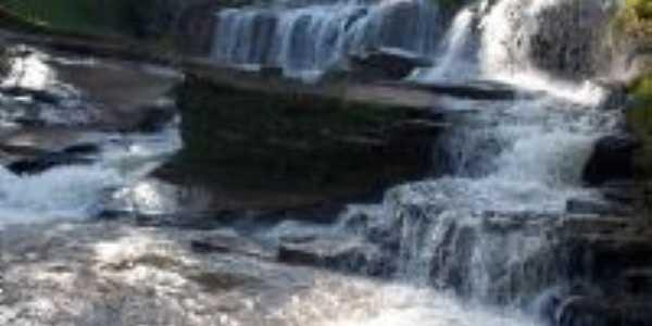 Cachoeira Santana do Paraiso, Por Ya�an� Farias