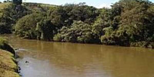 Rio Macaúbas em Santo Antônio da Vargem Alegre-Foto:santoantoniodavargemalegre.