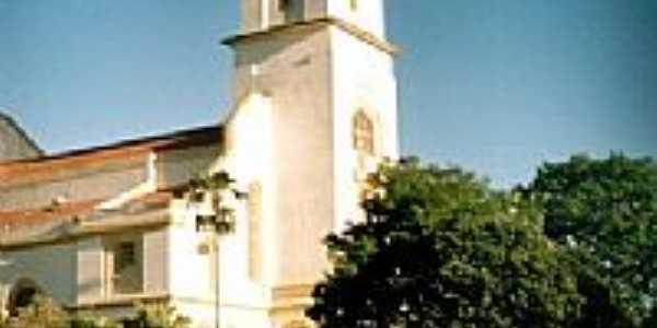 Santo Antonio do Amparo por montanha