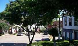 Santo Ant�nio do Aventureiro - Centro por Rafael Madeira